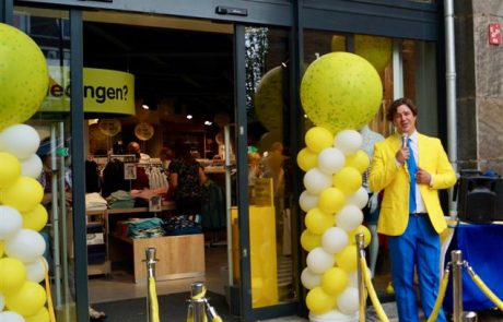Opening winkel - presesentator - gastheer - gastvrouw