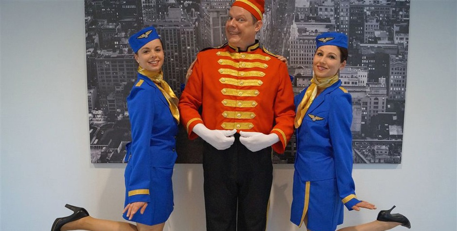 Hostesses - stewardesses - piccolo