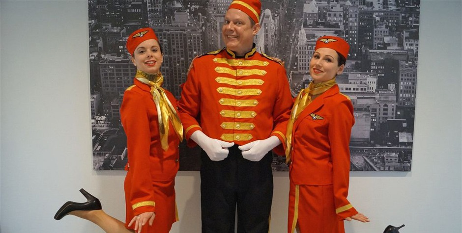 Hostesses - stewardesses - piccolo
