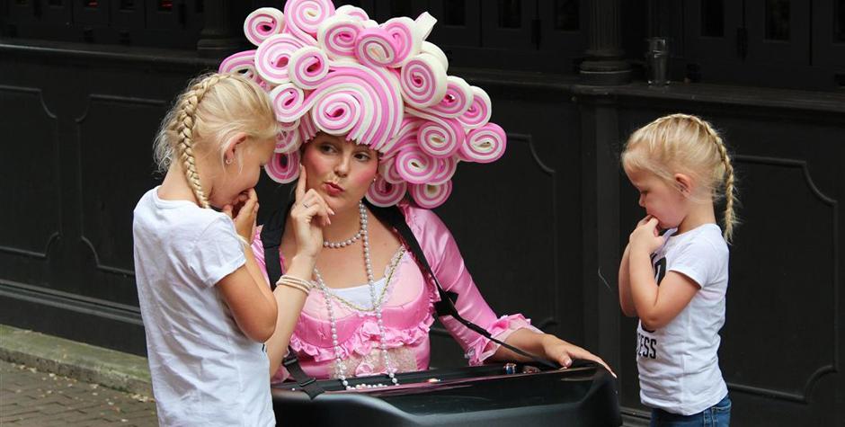 Winkelcentrum entertainment - Straattheater - Candygirls